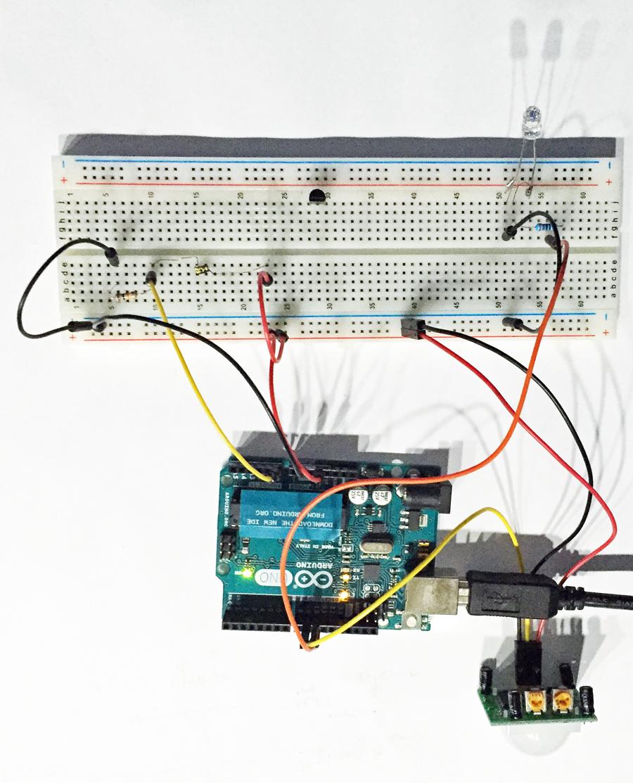 Arduino IoT: Simple Tutorial Luz Nocturna Detección de Movimiento Santiapps Marcio Valenzuela